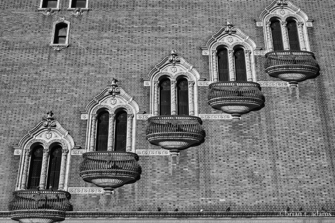 five.windows.2.bw.web