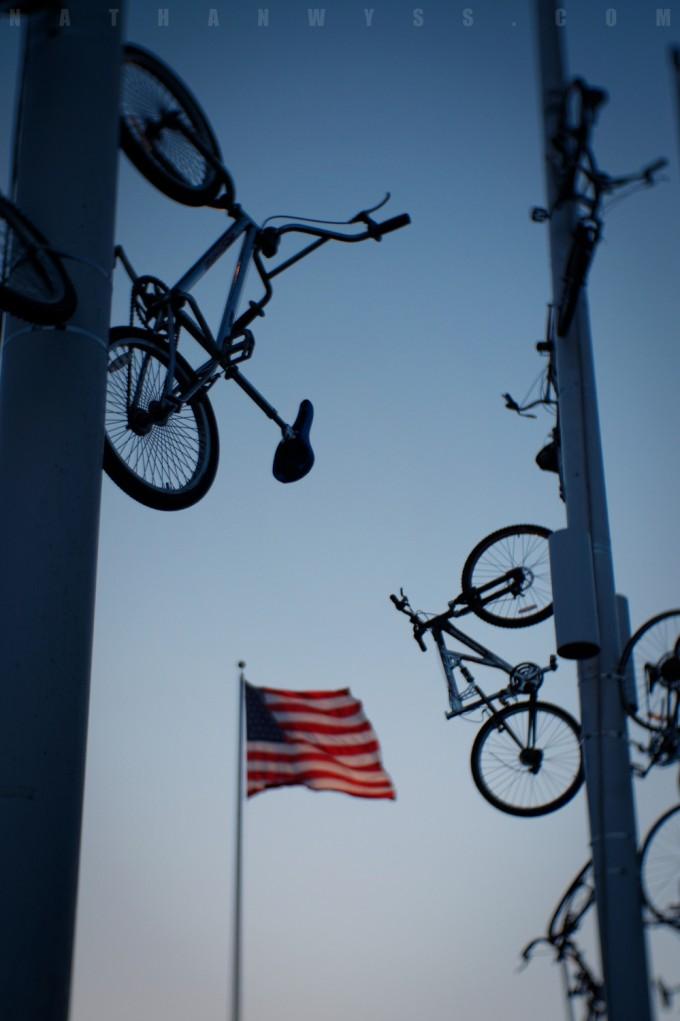 BikesAndFlag_1500
