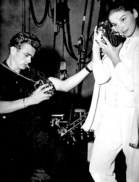 James-Dean-taking-a-photograph-of-Anna-Maria-Pierangeli-with-a-Rolleiflex