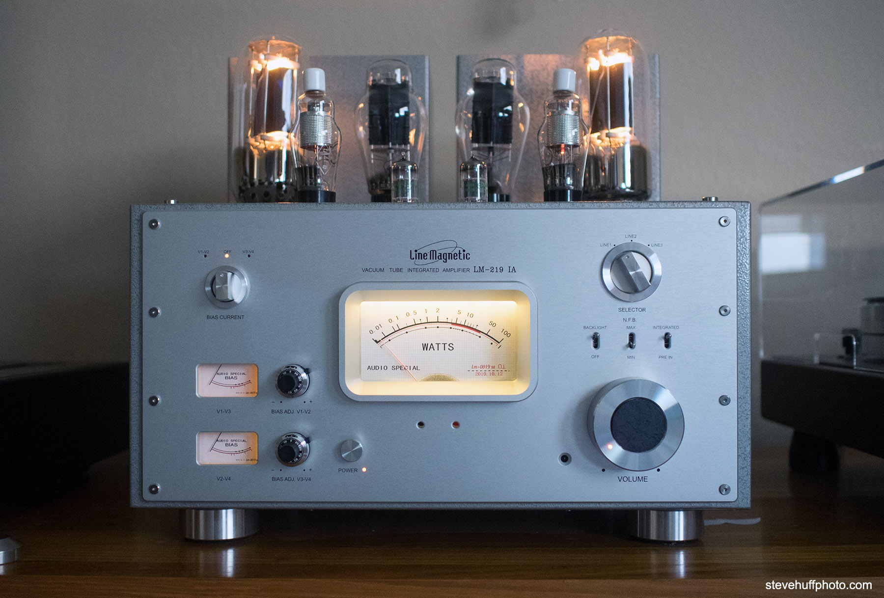 Line Magnetic 219ia Integrated Tube Amp Review. 300B and 845 Tube ...