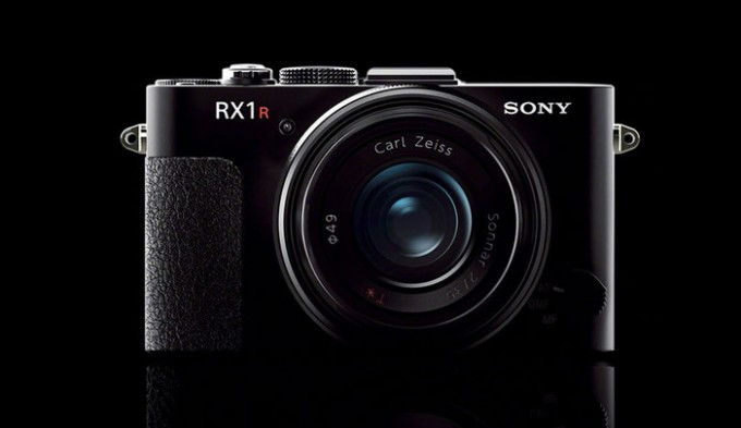 sony-rx-1r-ii-compact-camera-front